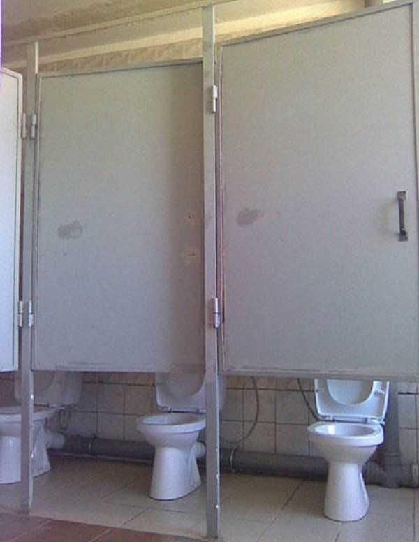 Chùm ảnh: Muôn hình vạn trạng những nhà vệ sinh có thiết kế xứng đáng được trao danh hiệu tệ nhất quả đất - Ảnh 9.