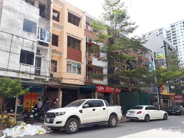 Những biệt thự ổ chuột, cởi trần giá hàng chục tỷ giữa Thủ đô  - Ảnh 2.