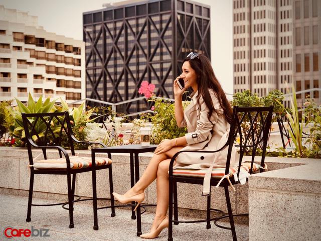 Một ngày của nữ Giám đốc HSBC xinh đẹp: Dậy từ 5:30 sáng để thiền, phân thân làm việc giữa hai thành phố và yêu đương thắm thiết như người thường! - Ảnh 9.