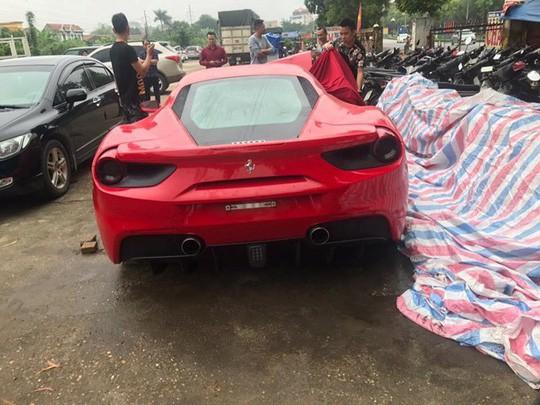 Công an bàn giao siêu xe Ferrari 488 bị tai nạn cho ca sĩ Tuấn Hưng - Ảnh 2.