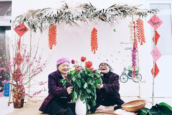 Bộ ảnh đáng yêu về hội chị em U90 đi picnic trong viện dưỡng lão: Đời có bao lâu, ta cứ vui thôi! - Ảnh 7.