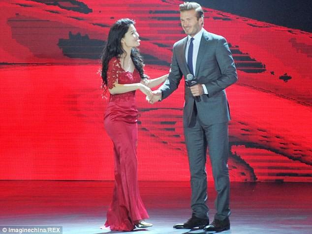 Trước VinFast, David Beckham từng có màn xuất hiện đẹp như tượng tạc trên sân khấu ra mắt này - Ảnh 3.