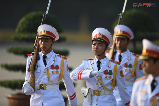 Những hình ảnh ấn tượng phiên khai mạc kỳ họp thứ 6 Quốc hội khoá XIV  - Ảnh 2.