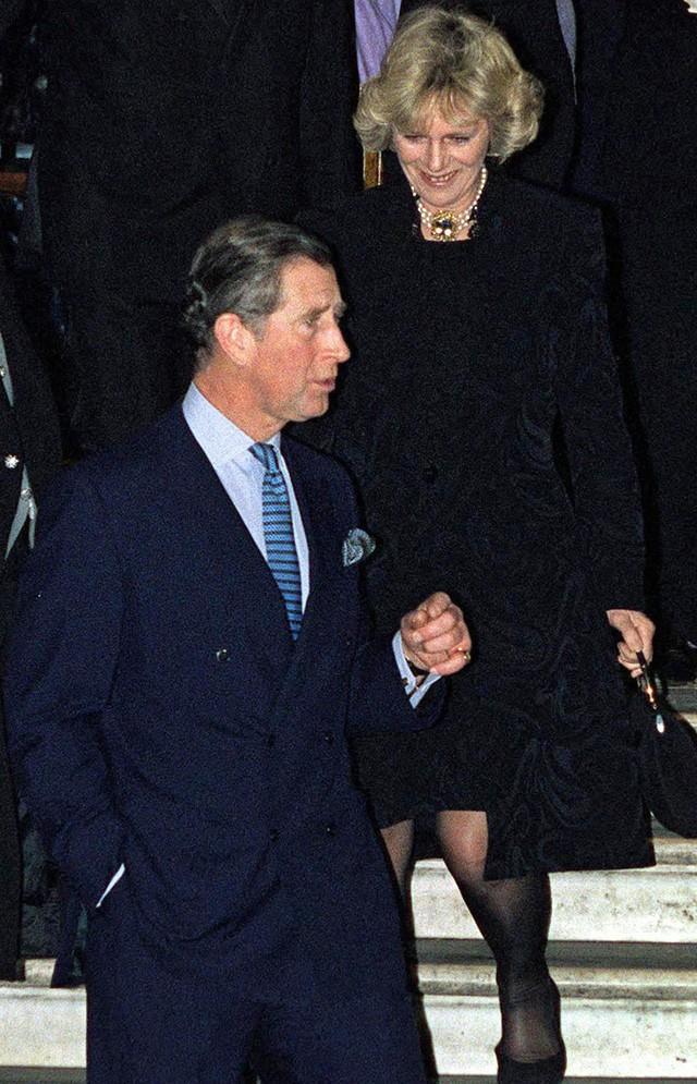 """thái tử charles và bà camilla - photo 2 1540290940568940823128 - Mối tình 48 năm đầy """"thị phi"""" của Thái tử Charles và bà Camilla: Tưởng viên mãn nhưng lại có kết cục cay đắng không ngờ"""