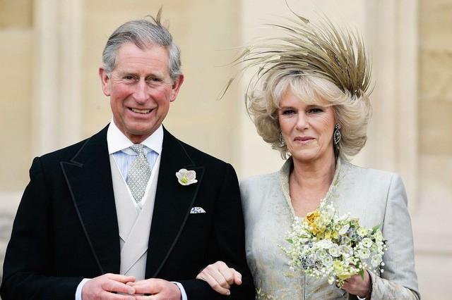 """thái tử charles và bà camilla - photo 3 1540290940569482090402 - Mối tình 48 năm đầy """"thị phi"""" của Thái tử Charles và bà Camilla: Tưởng viên mãn nhưng lại có kết cục cay đắng không ngờ"""