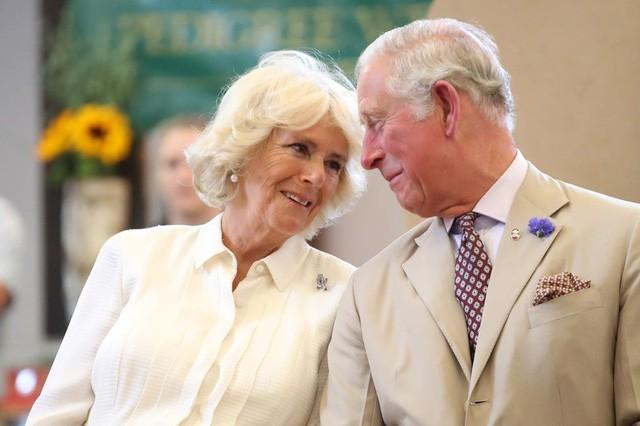 """thái tử charles và bà camilla - photo 8 15402909405731710909014 - Mối tình 48 năm đầy """"thị phi"""" của Thái tử Charles và bà Camilla: Tưởng viên mãn nhưng lại có kết cục cay đắng không ngờ"""