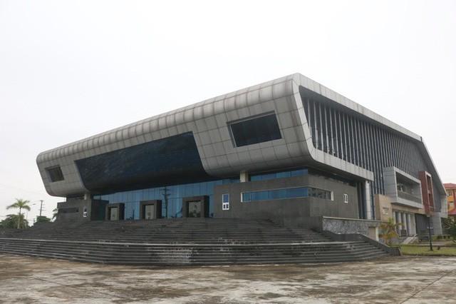 Cận cảnh bên trong nhà hát 117 tỉ đồng đắp chiếu ở Hà Nội - Ảnh 3.