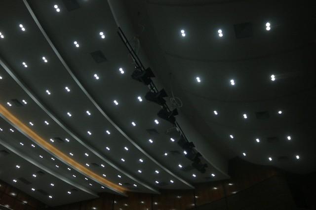 Cận cảnh bên trong nhà hát 117 tỉ đồng đắp chiếu ở Hà Nội - Ảnh 5.