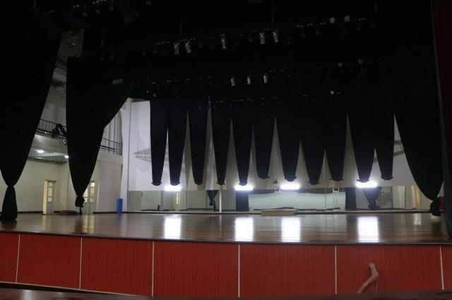 Cận cảnh bên trong nhà hát 117 tỉ đồng đắp chiếu ở Hà Nội - Ảnh 6.