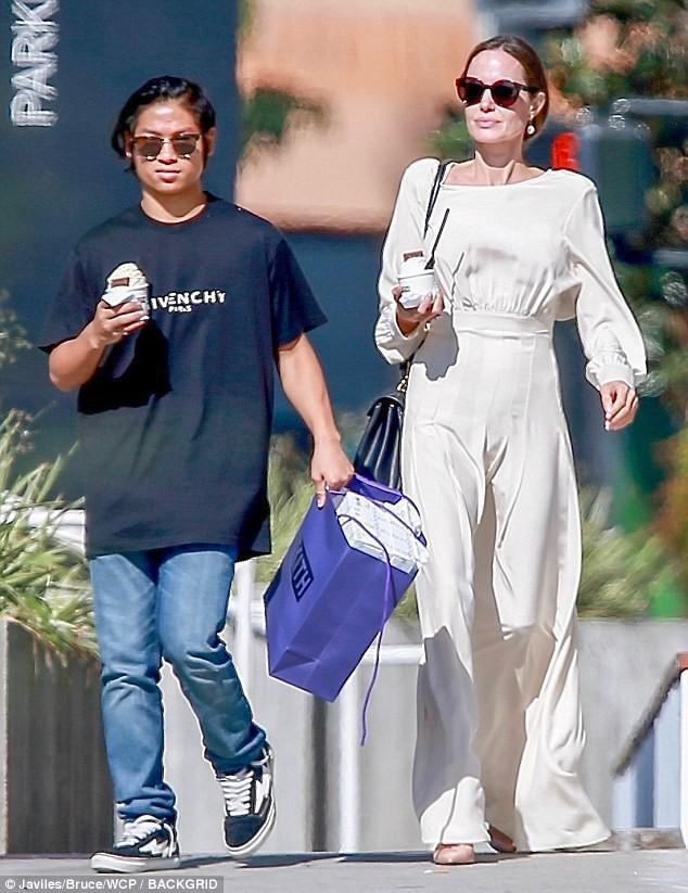 Rộ tin quyền nuôi 6 con của Angelina Jolie và Brad Pitt đã được phân chia, bất ngờ nhất là sự lựa chọn của Pax Thiên - Ảnh 2.