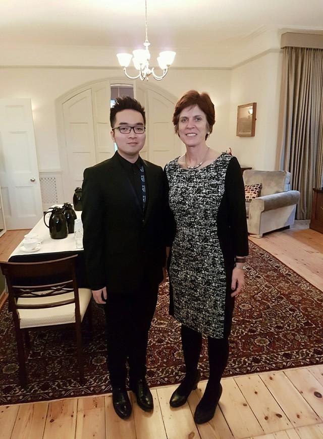 Khi du học sinh gây bão: Kẻ là người Việt đầu tiên làm việc cho cơ quan đầu não chính phủ Anh, người là tiến sĩ Việt trẻ nhất tại Stanford, Mỹ...  - Ảnh 2.