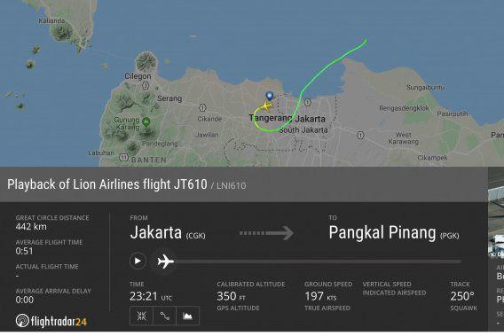 Indonesia: Máy bay chở 189 người lao xuống biển, có 20 quan chức chính phủ, mảnh vỡ vương vãi - Ảnh 5.