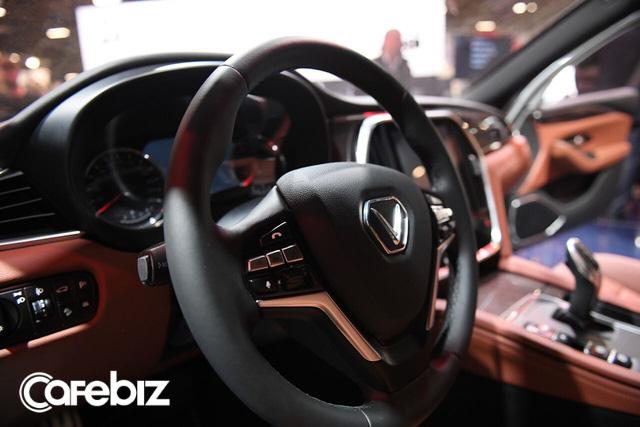 VinFast vừa chơi tất tay tại Paris Motor Show, giờ sẽ chọn chiến lược giá nào để thắng tại thị trường Việt: Xe hơi chất lượng ngang BMW mà giá chỉ tầm Mazda? - Ảnh 2.