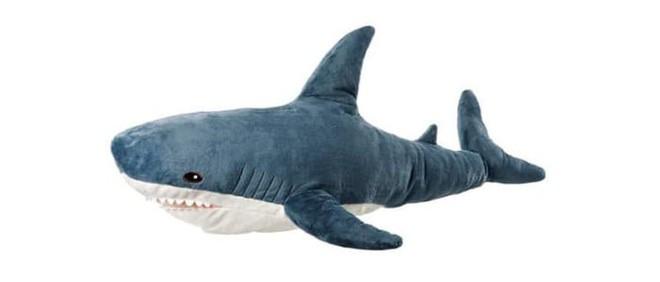 chú cá mập blaha - photo 1 15408992265082100928865 - Gặp gỡ Blaha – Chú cá mập nhồi bông đến từ IKEA đang làm náo loạn mạng xã hội thế giới