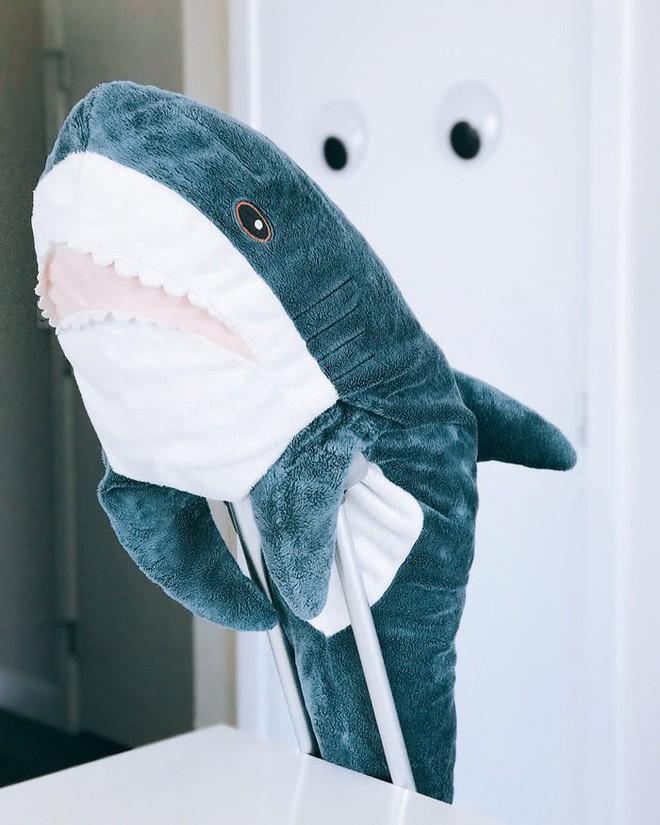chú cá mập blaha - photo 1 15408992291001300949807 - Gặp gỡ Blaha – Chú cá mập nhồi bông đến từ IKEA đang làm náo loạn mạng xã hội thế giới