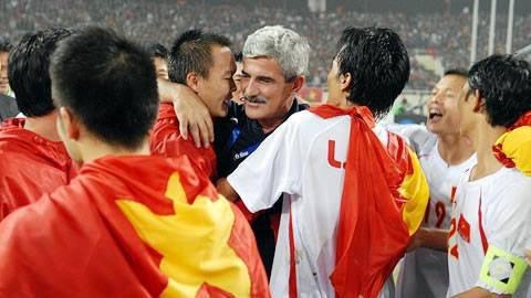 """aff cup 2008 - photo 1 15409804590881510535975 - """"Vị thánh sống"""" từng giúp ĐT Việt Nam lên ngôi AFF Cup 2008 giờ đang làm gì?"""