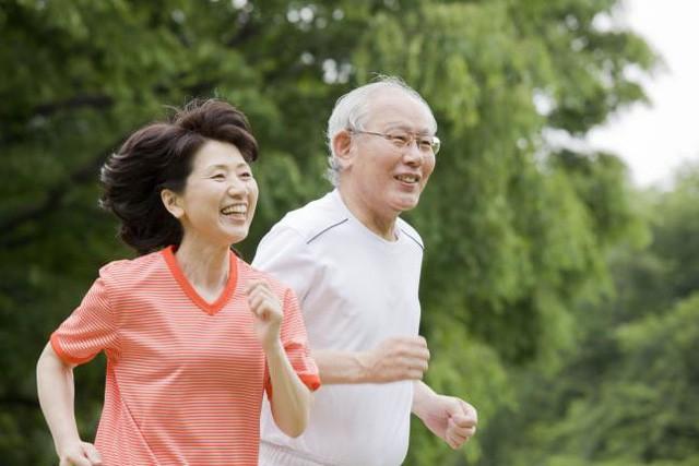 Chia sẻ bất ngờ từ những người sống hơn 100 tuổi trên thế giới, đọc để biết mình cần làm gì cho sức khỏe - Ảnh 1.