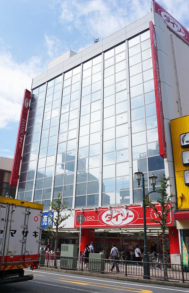 Cửa hàng Daiso 100 yên 7 tầng lớn nhất Nhật Bản có gì đặc biệt? - Ảnh 1.