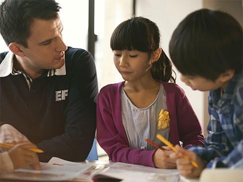 Bertil Hult: Tỷ phú mắc chứng khó đọc, bỏ trường luật để dạy tiếng Anh cho người Trung Quốc - Ảnh 3.