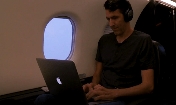 Người đàn ông bắt máy bay vượt 1.200 km đi làm mỗi ngày - Ảnh 3.