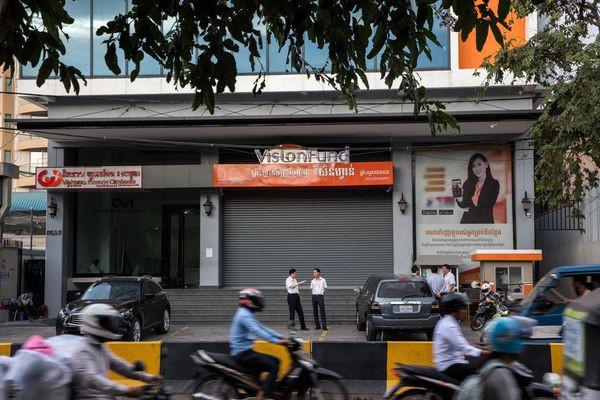 Tín dụng vi mô: Hiểm họa khôn lường đang đe dọa nền kinh tế Campuchia - Ảnh 2.