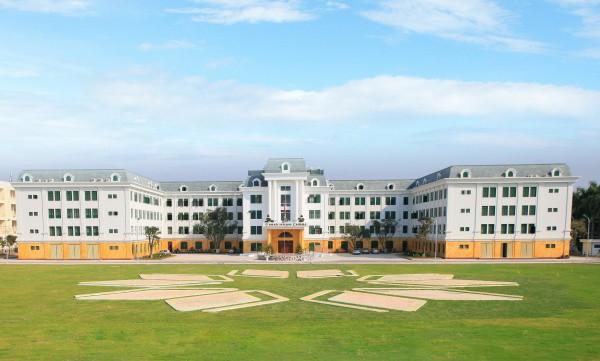 Ngay tại Hà Nội có một ngôi trường rộng gần 200ha, cây cối, hoa trái phủ xanh khắp nơi như rừng nhiệt đới - Ảnh 2.
