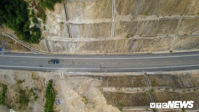 Ảnh: Tuyến đường BOT nghìn tỷ đồng cắt núi nối Hà Nội - Hòa Bình trước ngày thông xe - Ảnh 5.