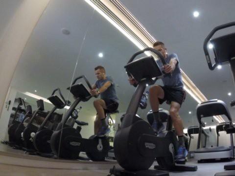 Siêu nhân như giám đốc Deutsche Bank: 1 tháng đi công tác 10 ngày, tới đâu cũng dậy khi 5h sáng để tập gym, mỗi năm thi tới 7-8 cuộc đua Triathlon (chạy - bơi - đua xe đạp) - Ảnh 9.