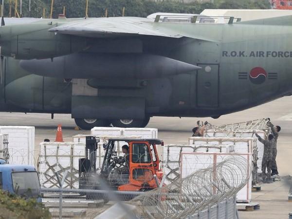 Hàn Quốc gửi tặng Triều Tiên hàng trăm tấn quýt qua đường hàng không - Ảnh 1.