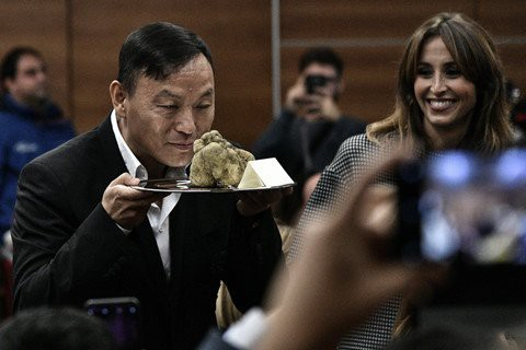 Đại gia bí ẩn chi hơn 2 tỷ đồng mua cục nấm chưa đến 1kg - Ảnh 2.
