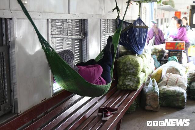 Cận cảnh chuyến tàu rời ga ở Hà Nội chỉ với 2 vị khách nước ngoài, lỗ 10 triệu đồng/ngày - Ảnh 13.