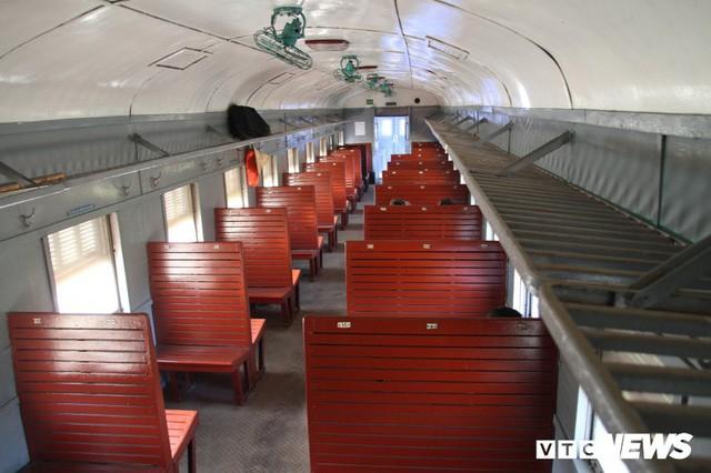 Cận cảnh chuyến tàu rời ga ở Hà Nội chỉ có 2 vị khách nước ngoài, lỗ 10 triệu đồng/ngày - Ảnh 3.