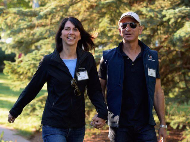 Ông chủ Amazon Jeff Bezos cưới vợ chỉ sau 6 tháng quen biết nhưng hạnh phúc không ai bằng - Ảnh 1.
