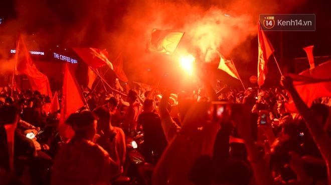 aff cup 2018 - photo 1 15426101736012095898950 - Báo Hàn sửng sốt khi chứng kiến không khí AFF Cup ở Việt Nam chẳng khác gì World Cup