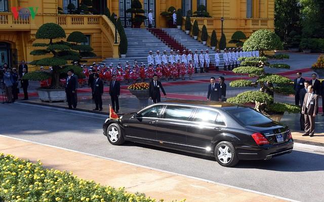 Hình ảnh lễ đón trọng thể Thủ tướng Pháp thăm chính thức Việt Nam - Ảnh 2.
