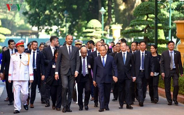 Hình ảnh lễ đón trọng thể Thủ tướng Pháp thăm chính thức Việt Nam - Ảnh 7.