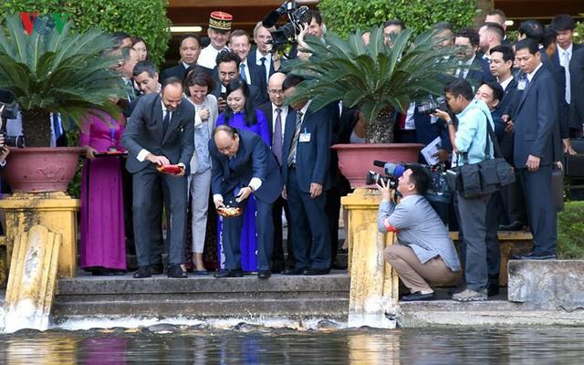 Hình ảnh lễ đón trọng thể Thủ tướng Pháp thăm chính thức Việt Nam - Ảnh 10.
