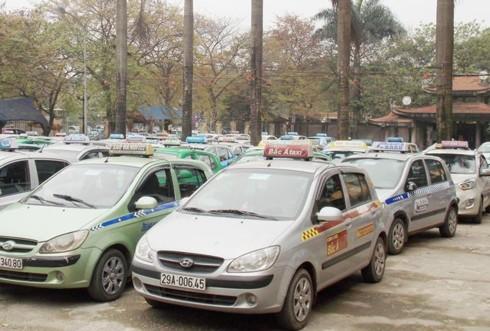 """Taxi Hà Nội sẽ có """"màu áo"""" riêng, taxi """"dù"""" hết đường sống?  - Ảnh 2."""