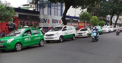 """Taxi Hà Nội sẽ có """"màu áo"""" riêng, taxi """"dù"""" hết đường sống? - Ảnh 3."""