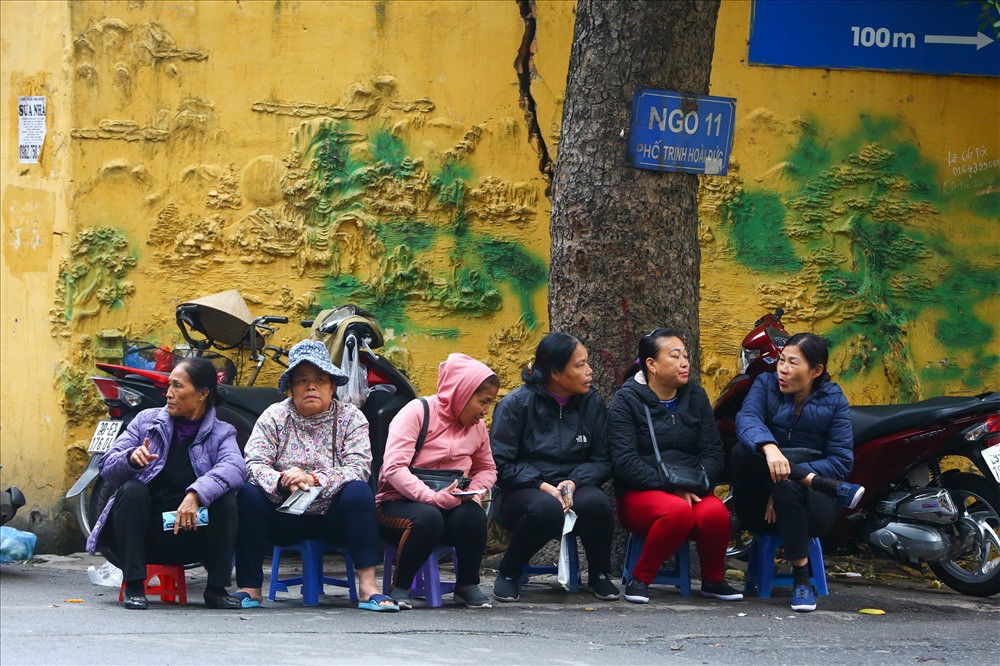 """việt nam – campuchia - photo 1 1542875576492837651480 - Vé """"chợ đen"""" trận Việt Nam – Campuchia cao chót vót, khán giả vẫn chờ """"giờ G"""""""