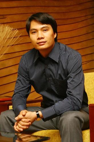 Chân dung chồng đại gia U40 của Á hậu Thanh Tú: Quá khứ nghèo khó, từng đi phân phối kem nuôi anh trai ăn học - Ảnh 2.