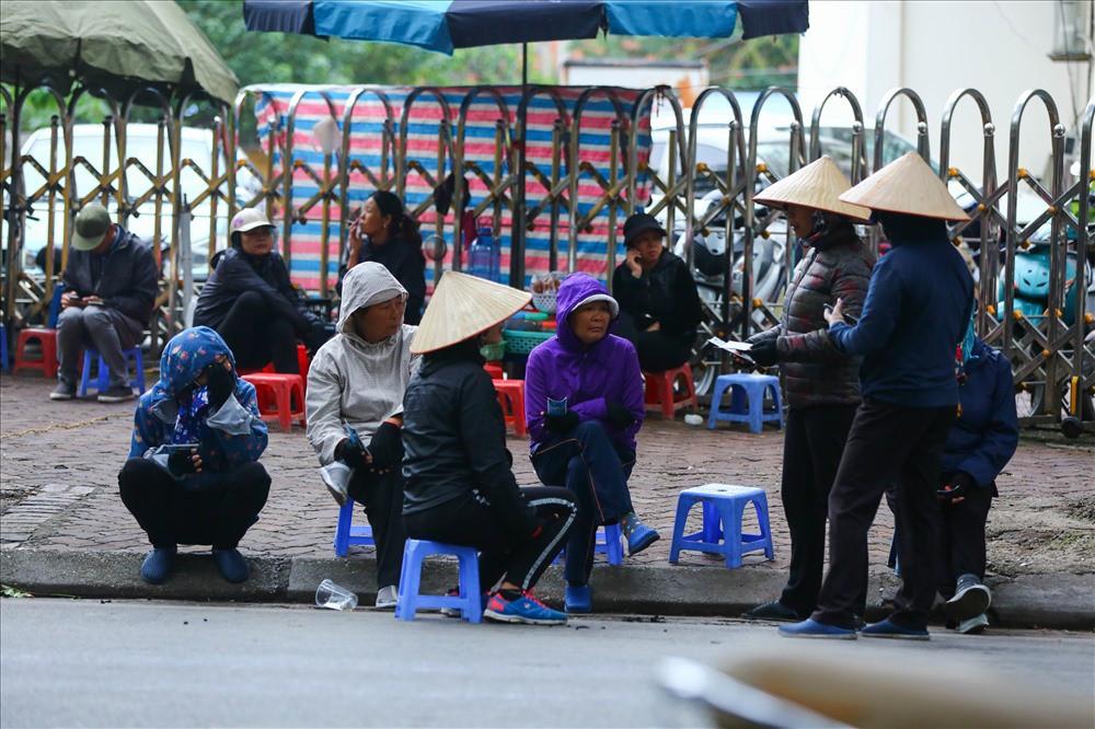 """việt nam – campuchia - photo 2 15428755764941977768849 - Vé """"chợ đen"""" trận Việt Nam – Campuchia cao chót vót, khán giả vẫn chờ """"giờ G"""""""