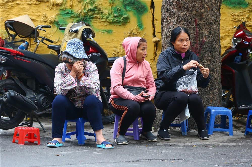 """việt nam – campuchia - photo 3 1542875576495376209620 - Vé """"chợ đen"""" trận Việt Nam – Campuchia cao chót vót, khán giả vẫn chờ """"giờ G"""""""
