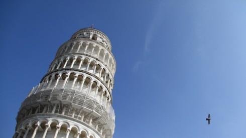 """Tháp nghiêng Pisa đang...""""ngày càng thẳng""""  - Ảnh 1."""
