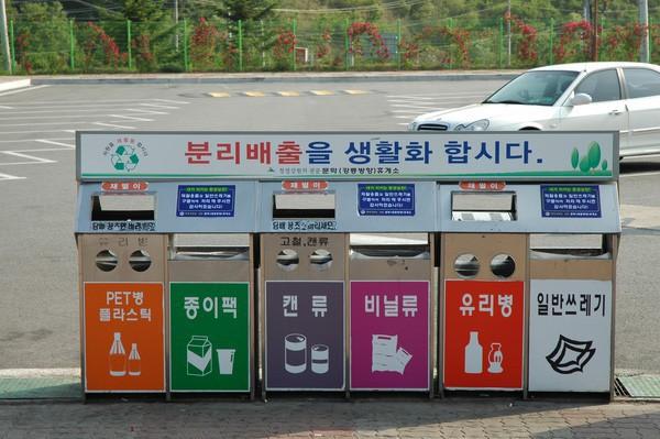 Xem và phát điên với quy định phân loại rác của một số quốc gia sạch có tiếng trên thế giới - Ảnh 3.