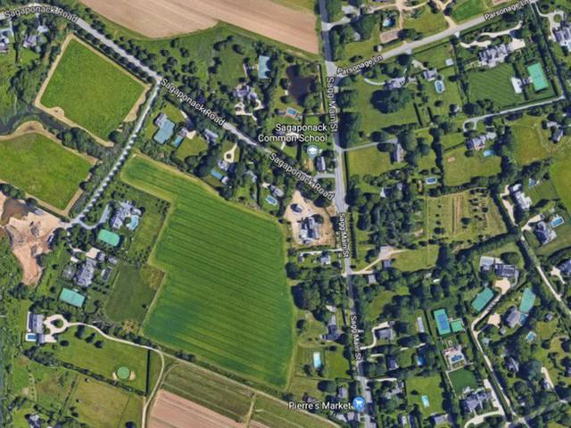 Bên trong ngôi làng toàn dinh thự triệu đô ở Mỹ - Ảnh 4.