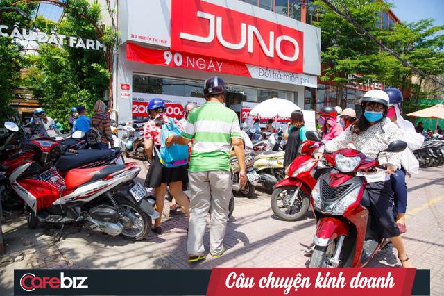 CEO chuỗi cửa hàng giày túi Juno Nguyễn Quốc Tuấn: Bản năng đàn ông sẽ có khuynh hướng yêu chiều và làm hài lòng quý khách nữ hơn! - Ảnh 2.