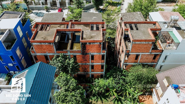 Cận cảnh hàng loạt biệt thự tỷ đồng bỏ hoang giữa lòng khu đô thị sầm uất bậc nhất khu Đông TP.HCM - Ảnh 13.
