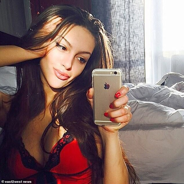 Cựu hoa hậu Nga làm đám cưới với quốc vương Malaysia, chia sẻ rằng đàn ông không được kiếm ít tiền hơn phụ nữ - Ảnh 5.
