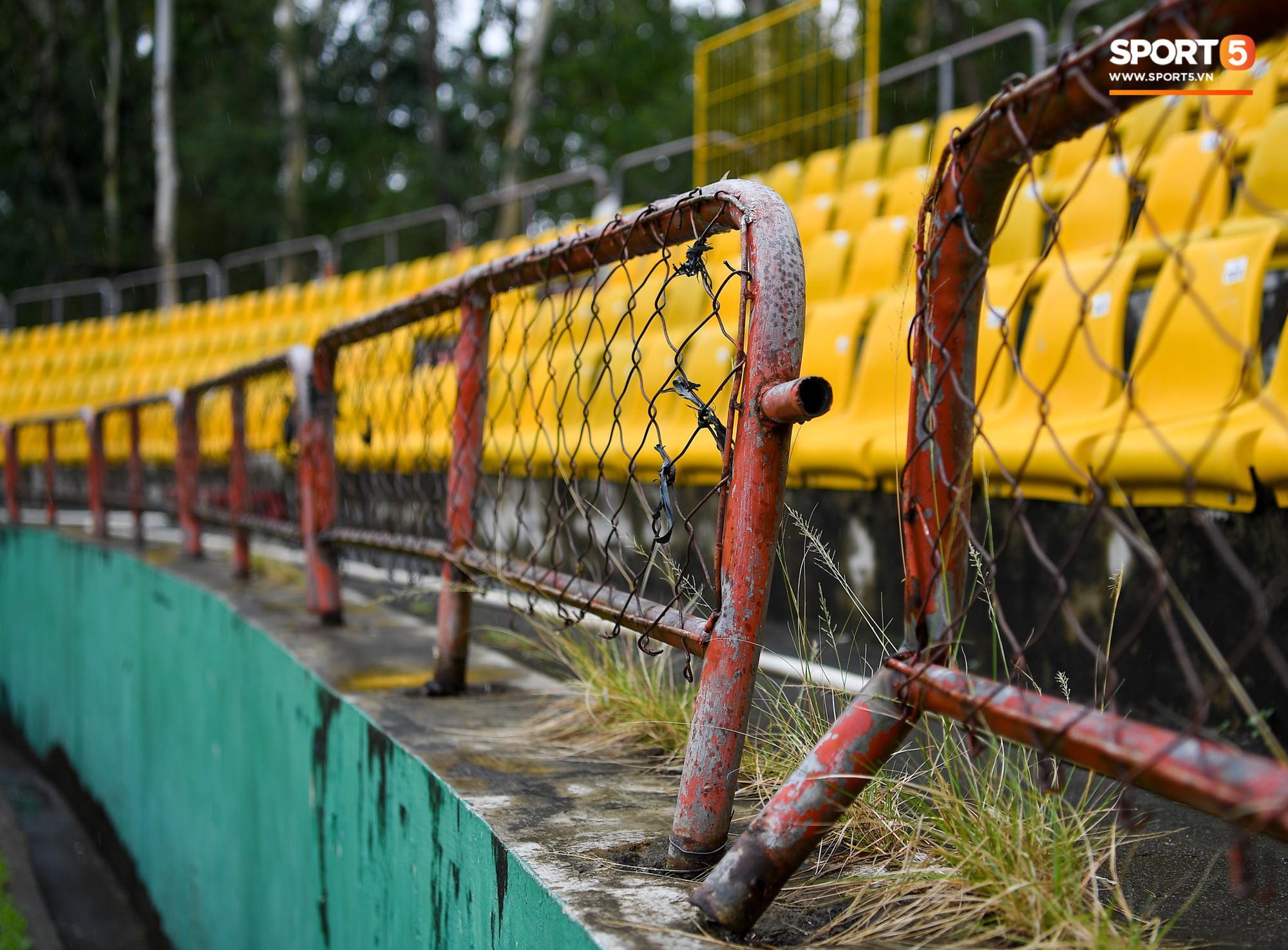 philippines - việt nam - photo 10 1543472910189223542195 - Sân thi đấu trận Philippines – Việt Nam: Tệ nhất AFF Cup 2018, khiến nhiều người rùng mình vì vẻ hoang tàn, u ám